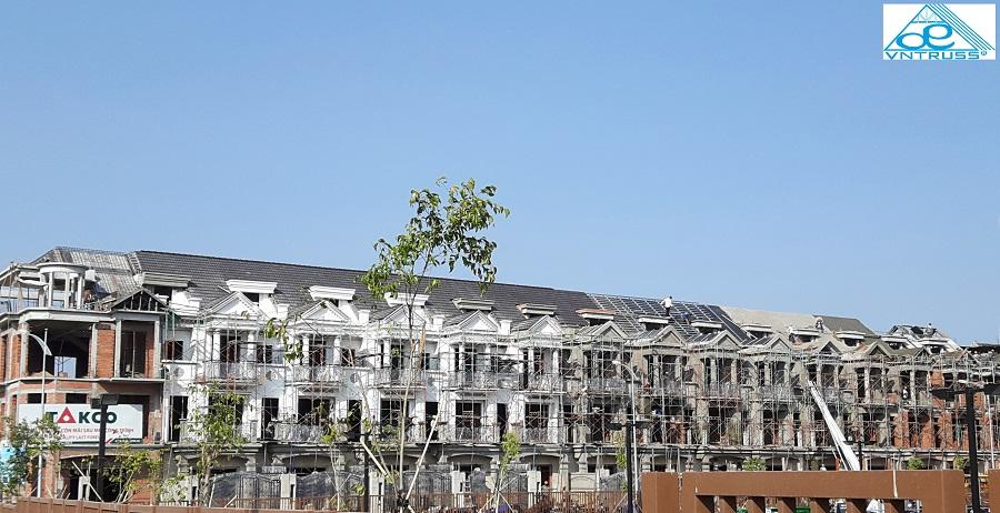 Cityland Garden Hills tphcm, khung kèo mái bê tông, thi công mái ngói