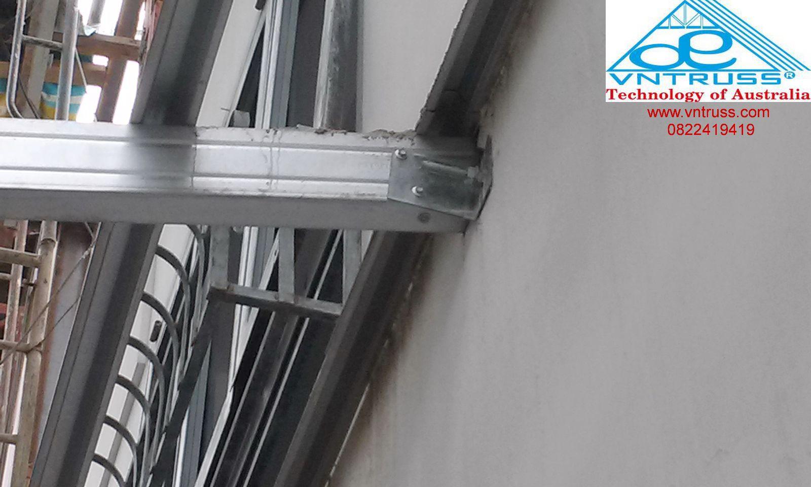 thi công giàn khung xà gồ thép cho kết cấu mái nhà lợp ngói siêu nhẹ